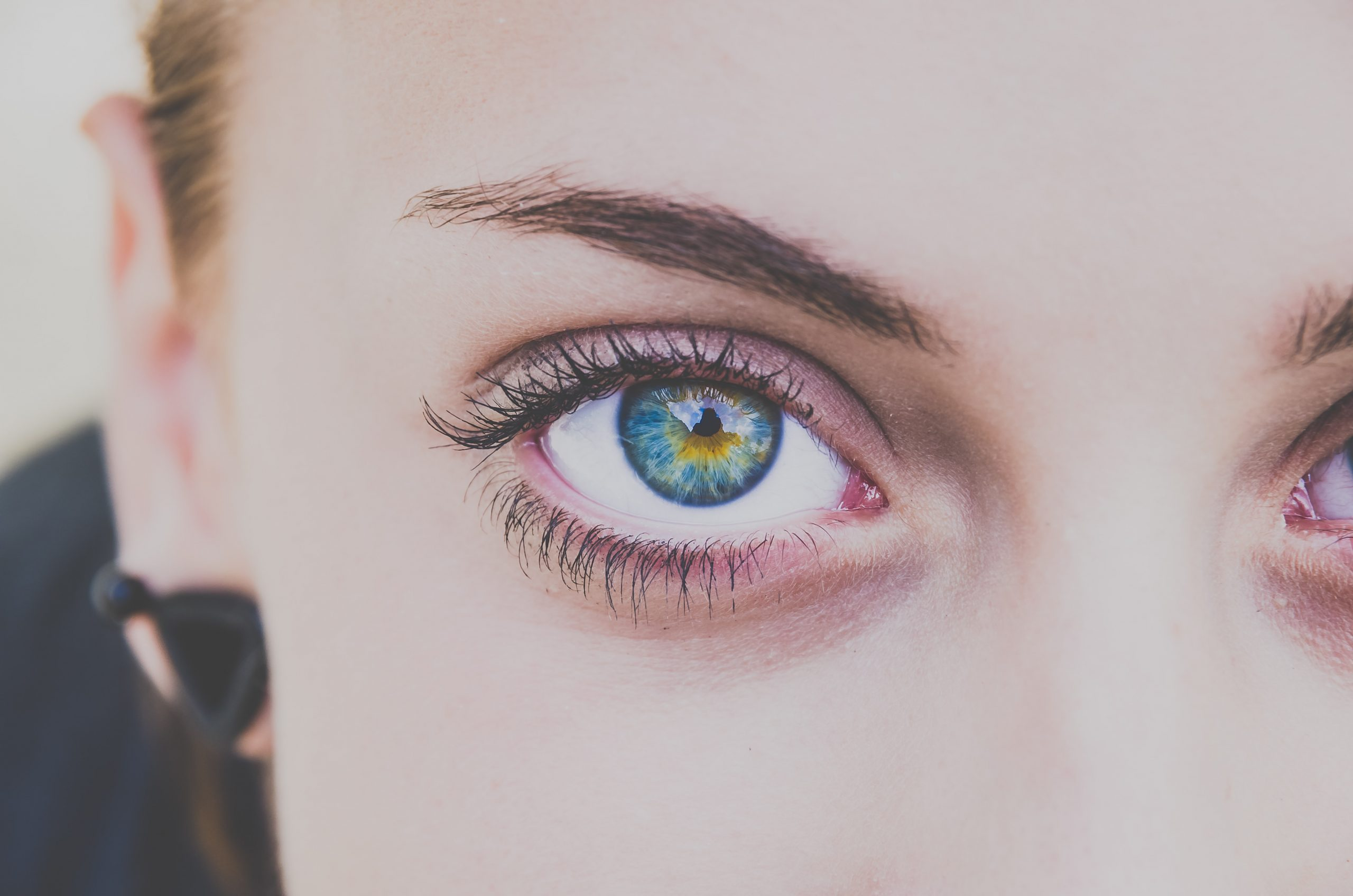 close up photography of woman's right eye